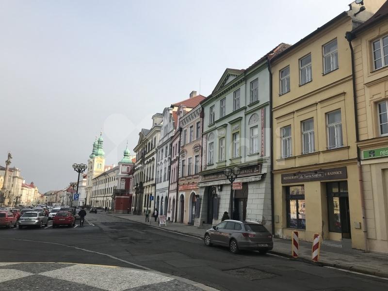 Byt na prodej 2+1 o velikosti 67 m² - Hradec Králové, Velké náměstí 40/49 - REALCITY.cz